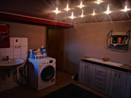 Bad und Waschhaus mit Dusche und WC im Keller