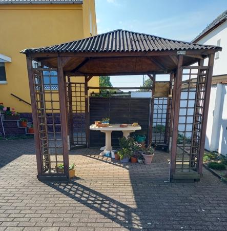Pavillon im Hof